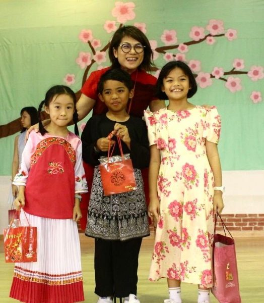 Mrs Lee With Children
